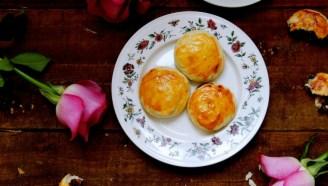 五月鲜花季少不了的鲜花美食--玫瑰鲜花饼
