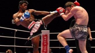 纯泰规则的泰拳赛 最严重的击倒 KO