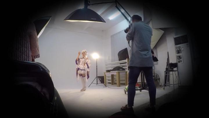 人渣摄影师屡次骗色cosplay少女,女友大义灭亲举报,红领巾出击设计揭穿!