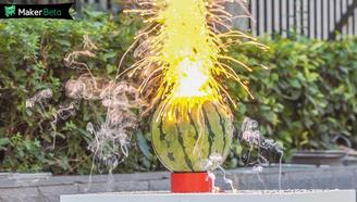 妹子用鈉炸西瓜,給你做一個美到爆的煙花!