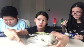 (吃播+甜品制作) 自制巨大版抹茶糯米糍冰激凌!全程黑暗料理+吃完点评!