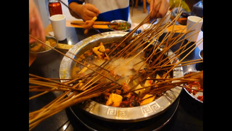 【黑暗料理式串串香】外地朋友们能否接受成都串串香之黑暗料理式吃法?