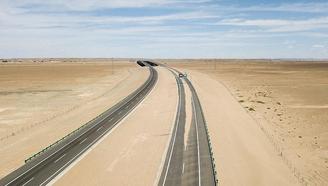 中国最美沙漠高速公路,为了保护野生动物,耗巨资建起动物通道