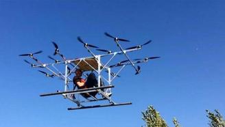 胆子真大,靠几个铁棍和16个风扇,造价几千元,真就飞上天