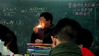 我可能上了假的物理课。。。。从未见过如此魔性的物理老师