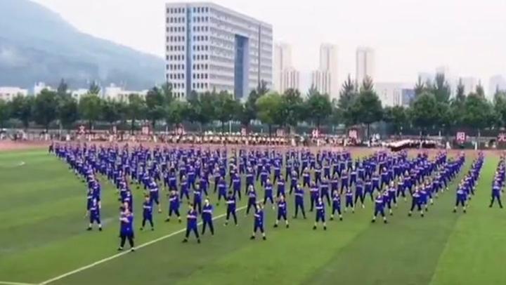 帅爆!四川某校学生齐跳bigbang舞蹈,追星最成功的学校