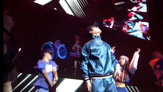 王嘉尔迷入2.5次元,国民男神竟和虚拟偶像跳起了嘻哈!
