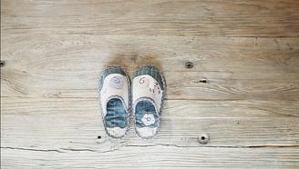 刷遍朋友圈的卡通棉拖鞋,5分鐘自己就能制做出一雙!