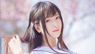 别人的校服系列!美少女结演绎日本1970年以来的制服变化,好想穿哈哈哈哈