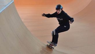 中国滑板俱乐部联赛总决赛暨国际滑板公开赛第二天赛前热身