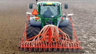 看完國外這款耕地機,相比之下,你還會覺得國內的好么?
